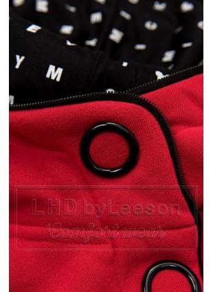 Czerwony komplet dresowy z wzorzystym kapturem