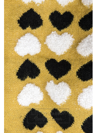 Żółty sweter z serduszkami